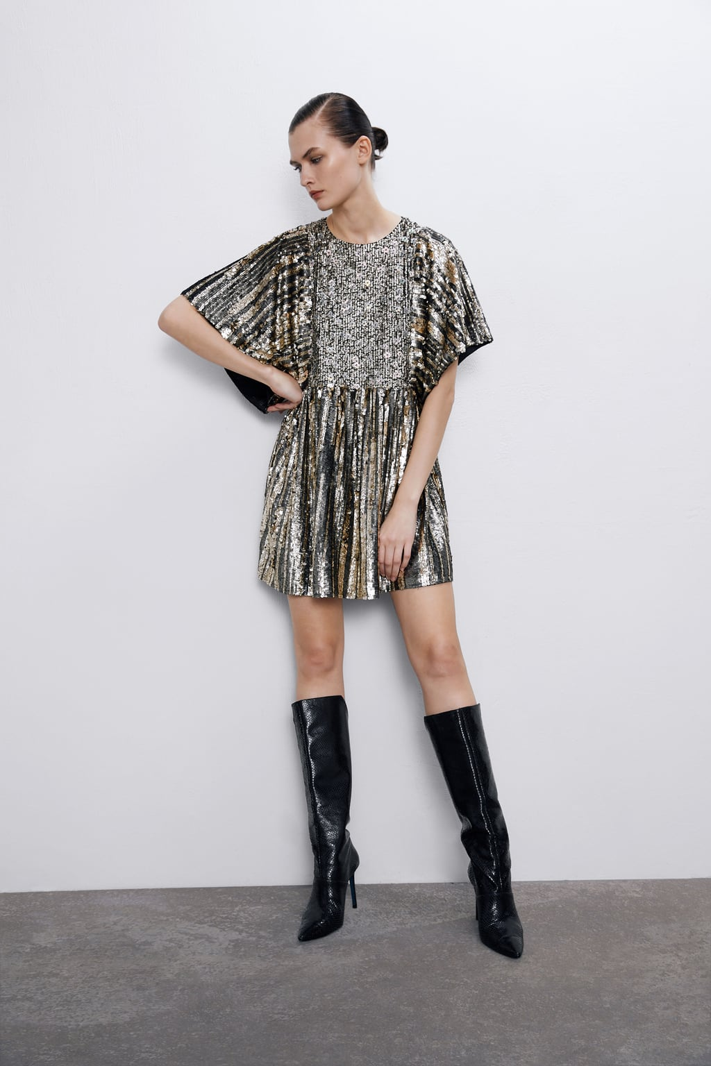 Acabamos de enamorarnos de este vestido de lentejuelas de Zara