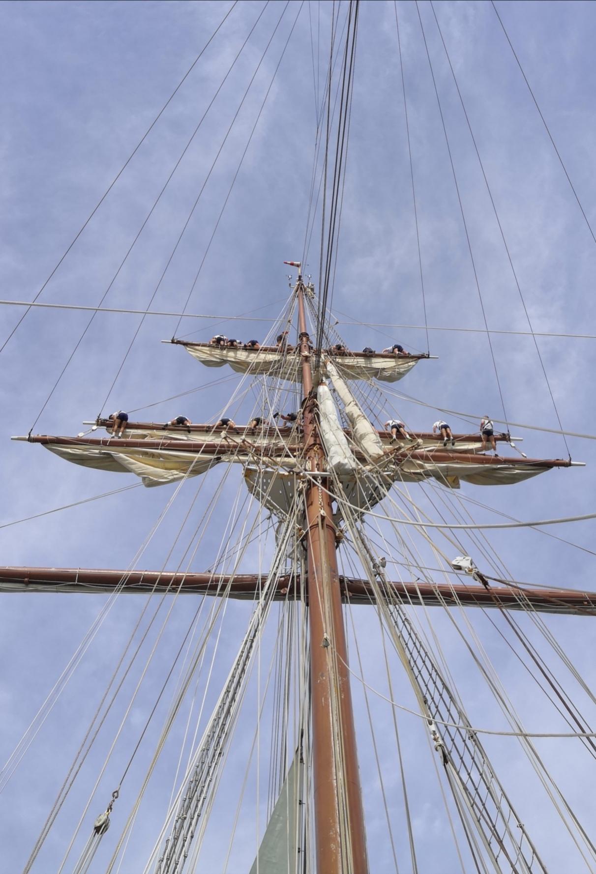"""El """"Juan Sebastián de Elcano"""" pasa su particular Navidad veraniega navegando camino de Mar de Plata y Buenos Aires"""