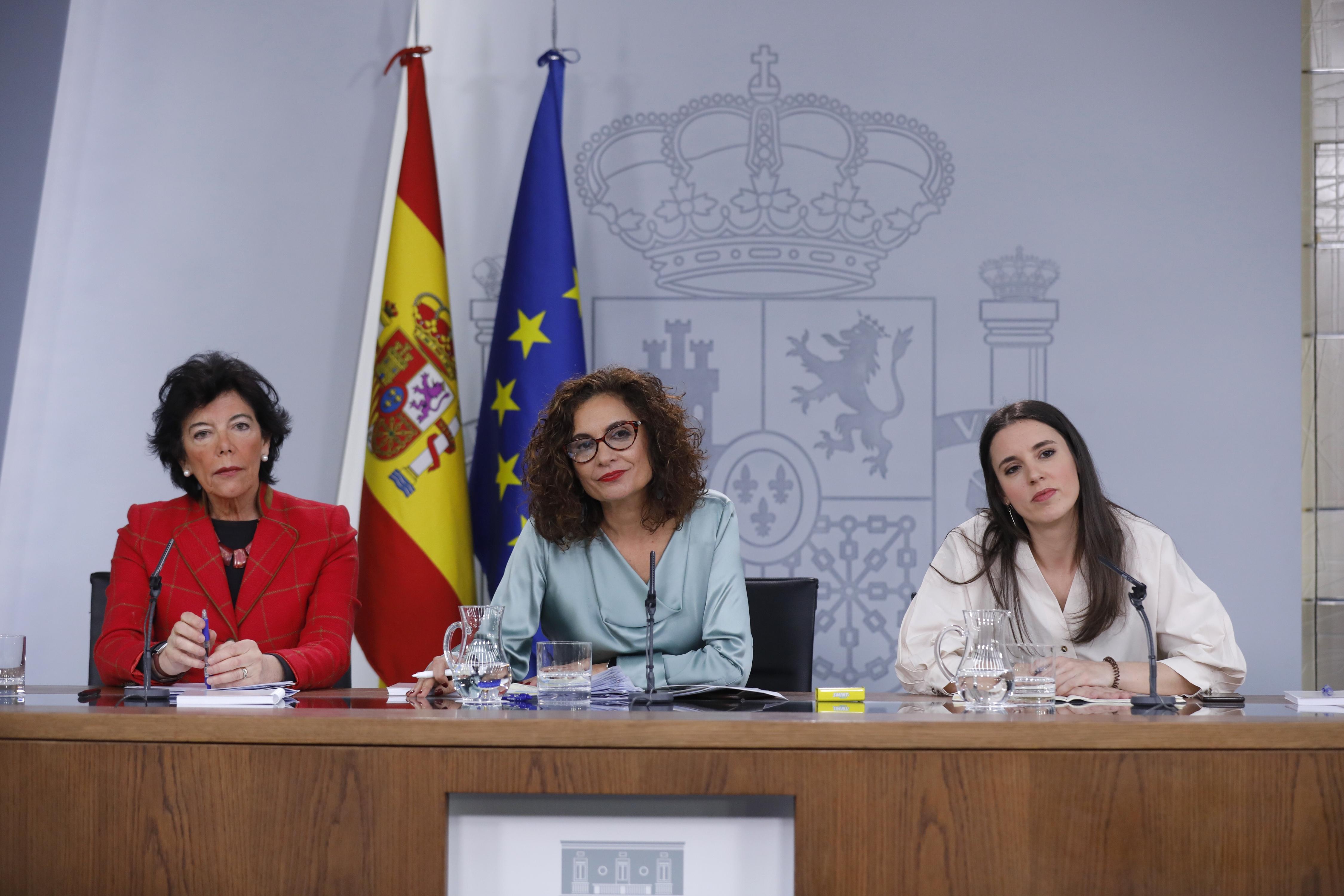 """Moncloa judicializa el """"pin parental"""" pero indulta al procés"""