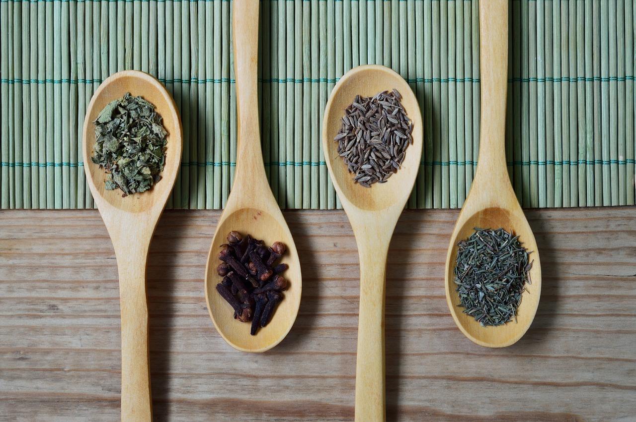 Estas son las especias que no pueden faltar en un tu cocina