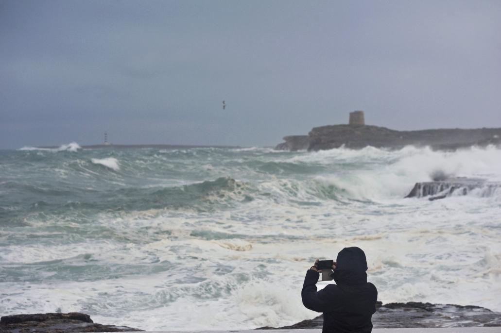 Llega un nuevo temporal con olas de 8 metros, vientos de más de 100 km/h y lluvias