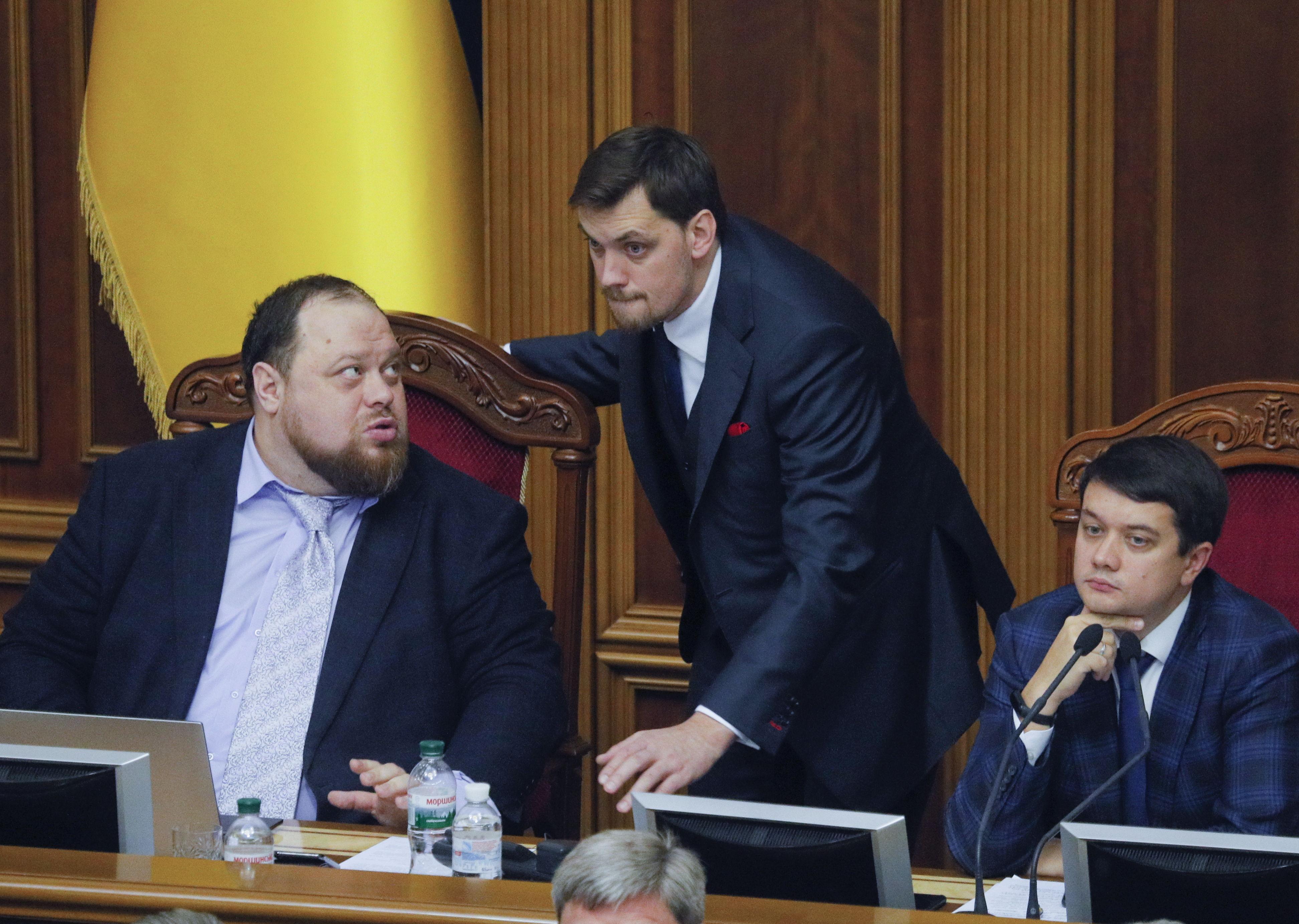 Zelenski trata de sofocar la última crisis política en Ucrania
