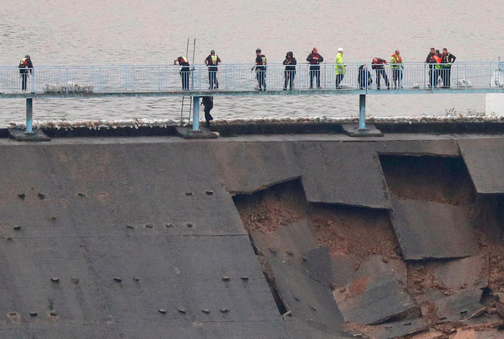 El posible derrumbe de una presa obliga a evacuar a miles de personas en Reino Unido