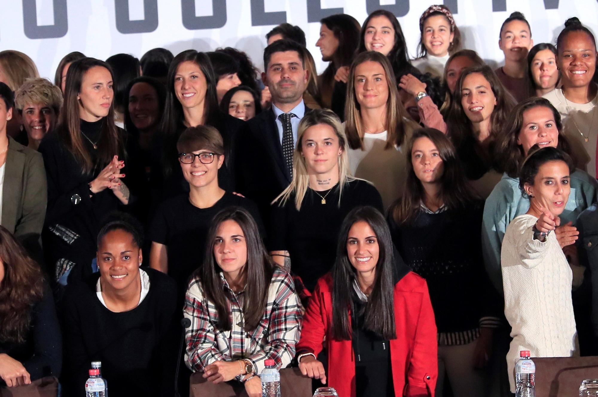 Image result for futbol femenino huelga