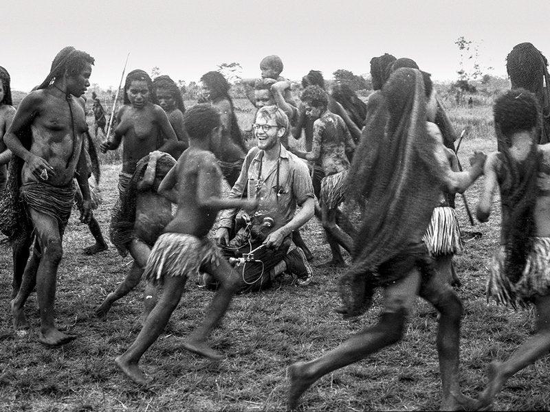 En el interior de la tribu caníbal que se comió al heredero de Rockefeller
