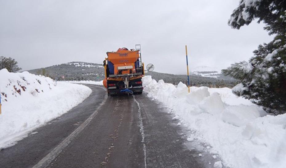 La nieve obliga a cortar la A-92 entre Granada y Almería