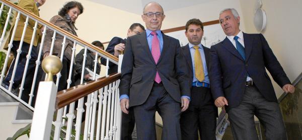 Javier Arenas, ayer con Cristóbal Montoro en Bollullos de la Mitación