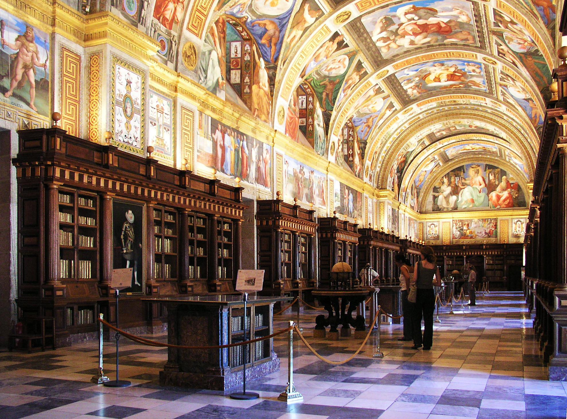 La bonita biblioteca de Felipe II, otro de sus regalos a España.