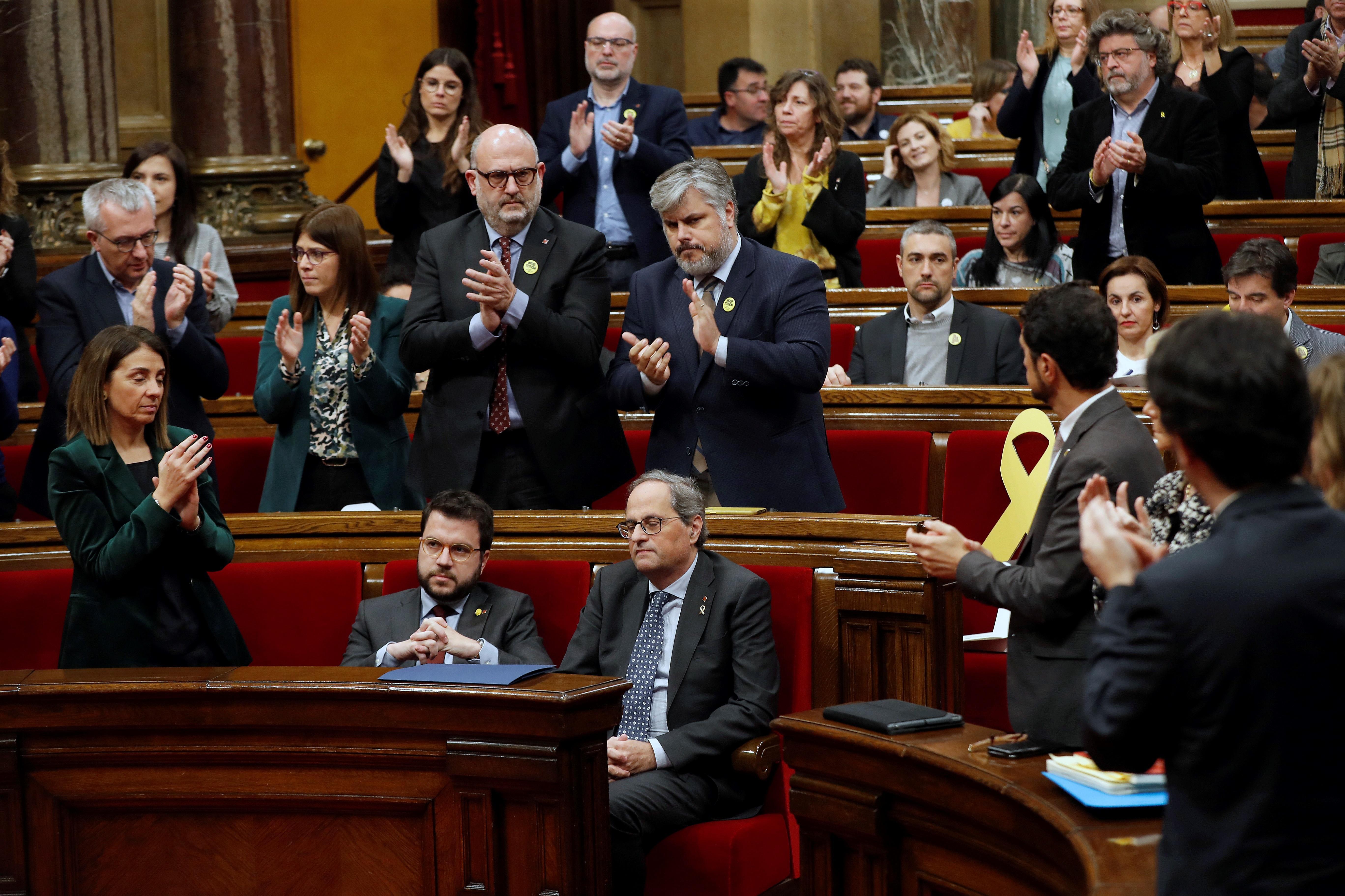 La imagen de la división: ERC no aplaude a Torra