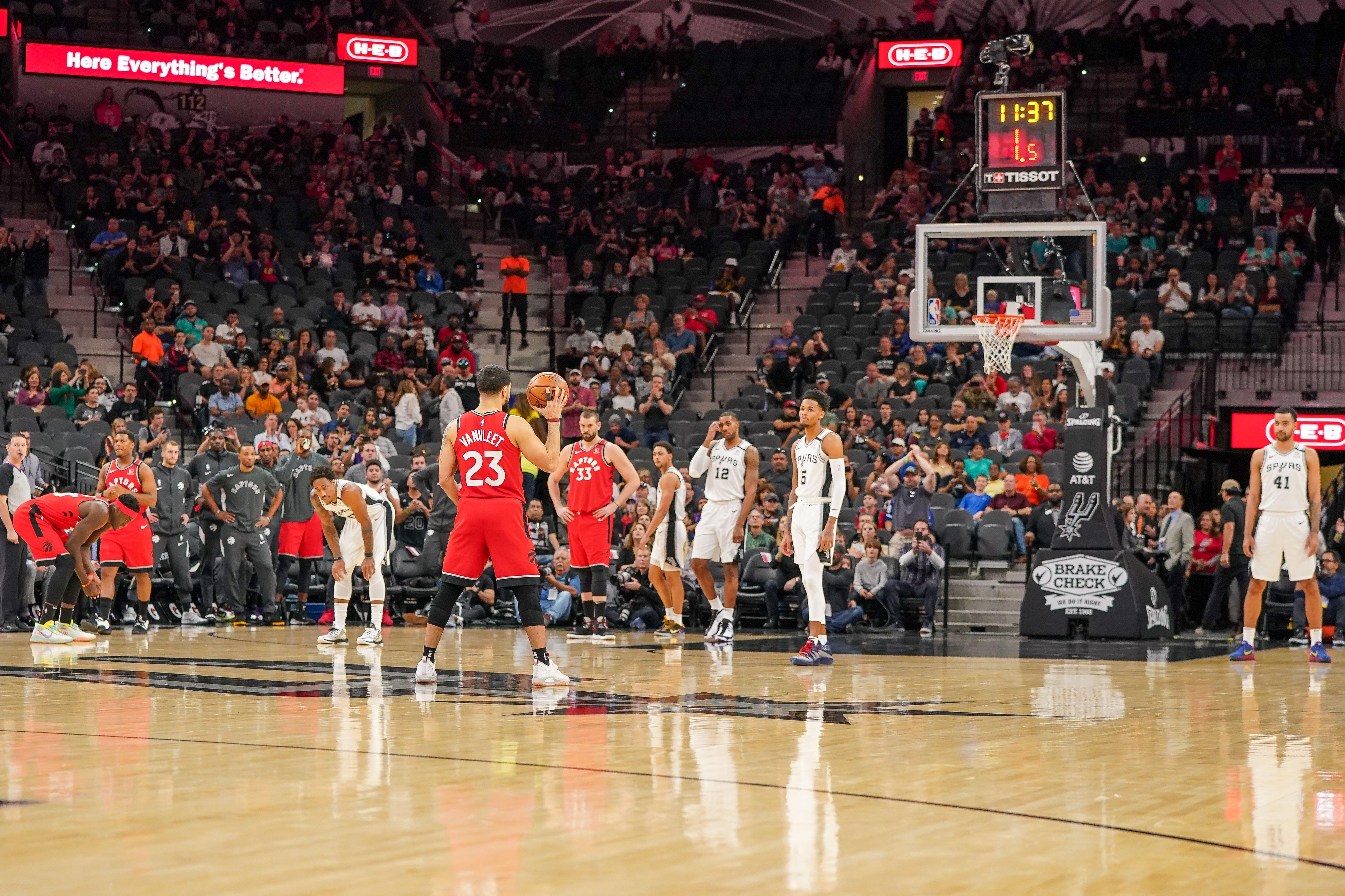 El homenaje de «24» segundos de Raptors y Spurs a Kobe Bryant