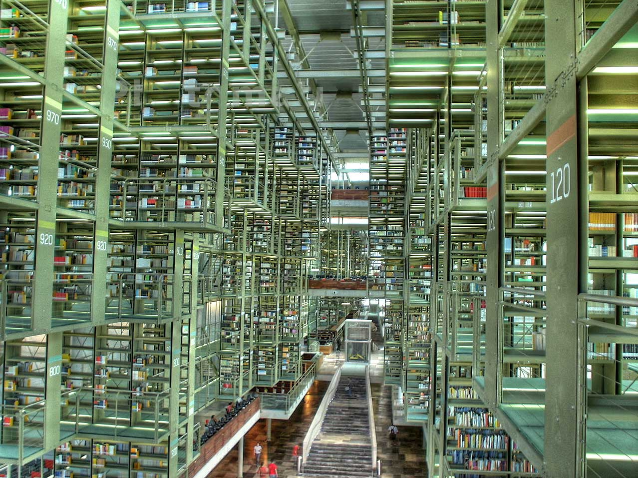 98 millones de dólares, y sigue subiendo el precio, costó construir está esplendorosa biblioteca.