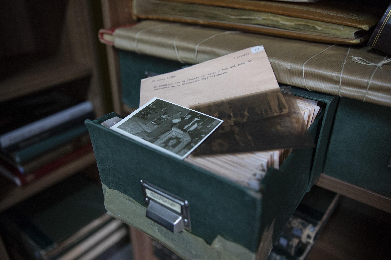 Uno de los ficheros que guardan las fotos de la Fundación