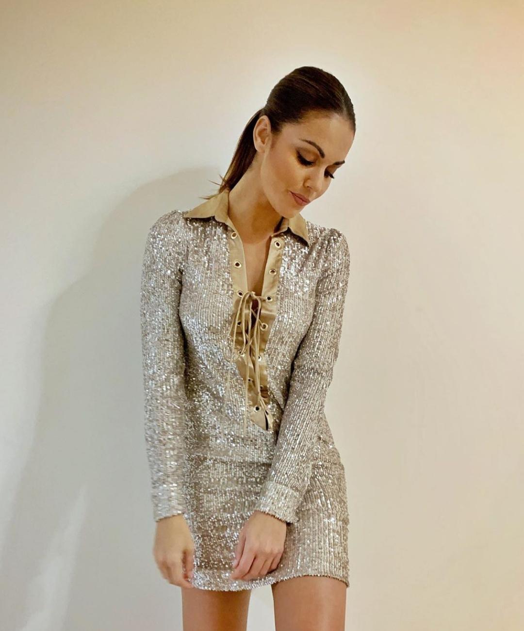 Lara Álvarez tiene el vestido con el que podrás brillar (en sentido literal) esta Navidad