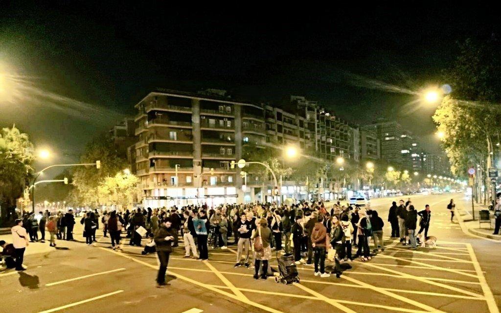 Una de las protestas que cada noche suceden en la Meridiana