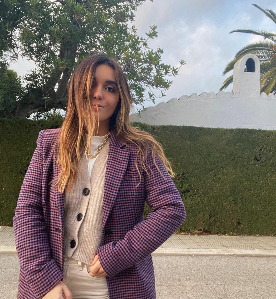Cárdigan y blazer, la combinación de Ines Arroyo para hacer frente al frío