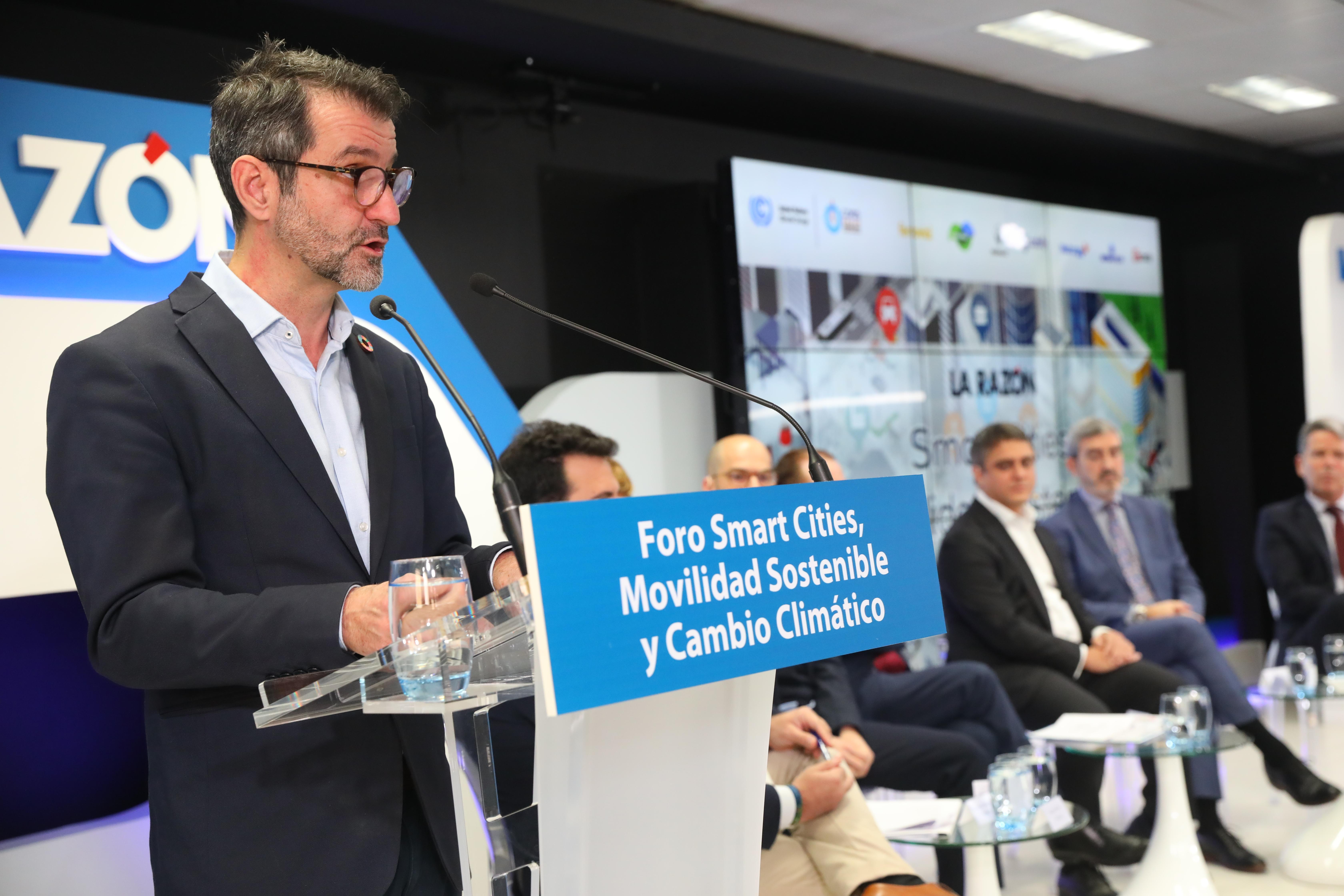 El director general de Red.es, David Cierco, durante su discurso de inauguración del foro «Smart Cities, movilidad sostenible y cambio climático», organizado por LA RAZÓN