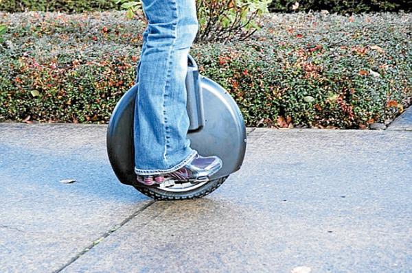 Del circo a la ciudad en una rueda eléctrica plegable
