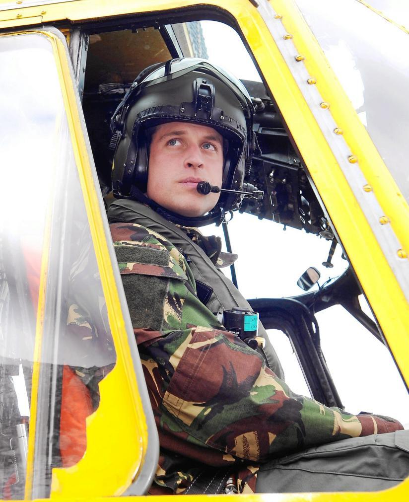 El príncipe Guillermo en el helicóptero «Sea King»